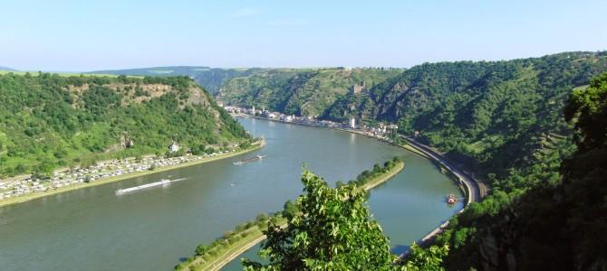 """Wir haben nun auch einen eigenen Blog zur Ergänzung unserer App """"Rheintour"""". Der Blog wird zusätzliche Informationen zu den Ortschaften, Burgen, Sagen, Veranstaltungen in und um das Rheintal zwischen Koblenz und Wiesbaden liefern. Gerne stehen wir aber auch mit Rat und Tat den Besuchern zur Seite, ihr könnt aber auch Berichte, Fotos, Sagen etc. in unseren Blog posten."""
